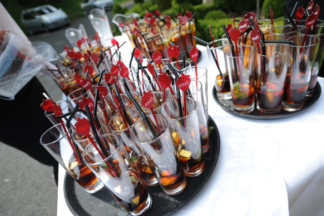 Wedding Photography by Lifestylefoto.com - Pimms Time!!